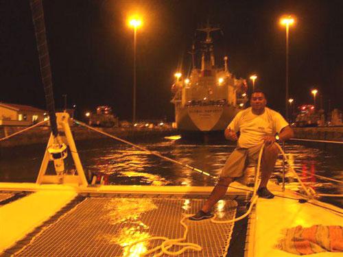 Progression de nuit dans le canal de Panama